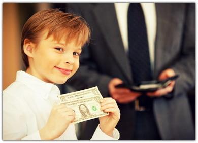 Следует выдавать ребенку деньги на карманные расходы